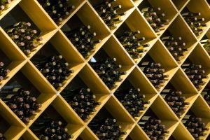 wine-bottles-2842709_1920